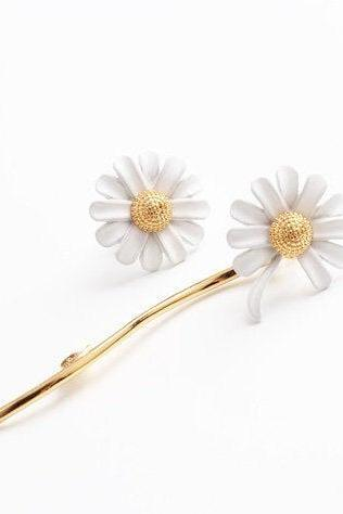 Elegant White Daisy Drop Earrings | Asymmetric Earrings| Handmade Earrings | White Daisy Earrings | Bridesmaids Gifts | Daisy Dangle