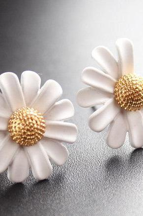 Cute Daisy Stud Earrings | Handmade Earrings | Elegant White Daisy Stud | White Flower Earrings | Bridesmaids Gifts | Wedding Jewelry | Stud